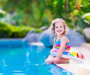 El agua de piscinas y playas no perjudica la salud dental