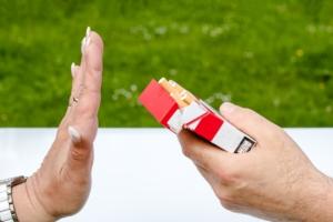 ¿Sabías cómo afecta el tabaco a tu salud bucal?