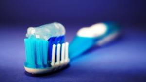 ¿Con qué frecuencia deberías cambiar de cepillo de dientes?